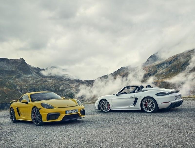 Due modelli della gamma 718 con motore aspirato: 718 Spyder e 718 Cayman GT4
