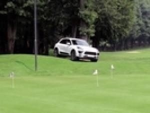 Il Centro Porsche Como in buca al Golf Club di Carminate.