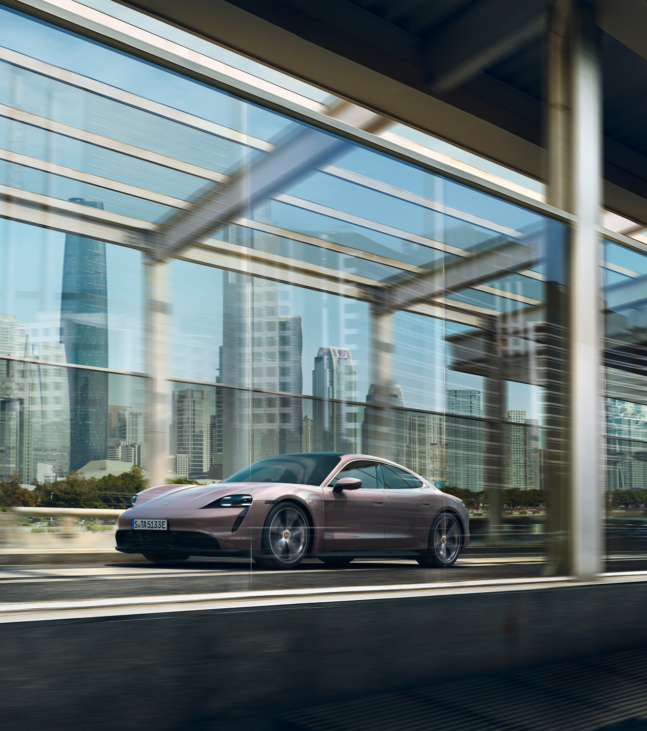 La gamma elettrica si amplia: Porsche presenta la nuova Taycan.