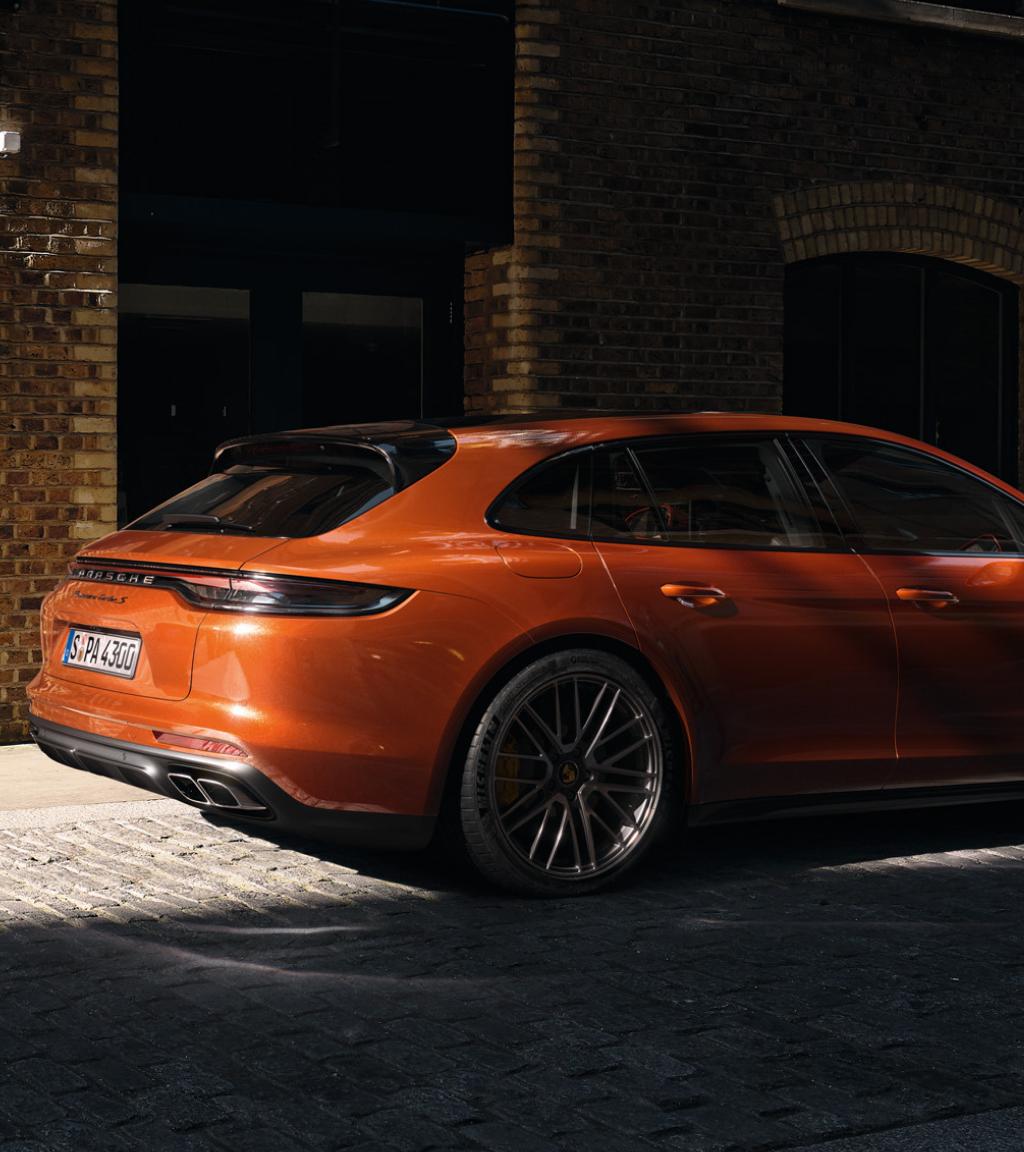 Drive defines us. Scopri la nuova gamma Porsche Panamera.