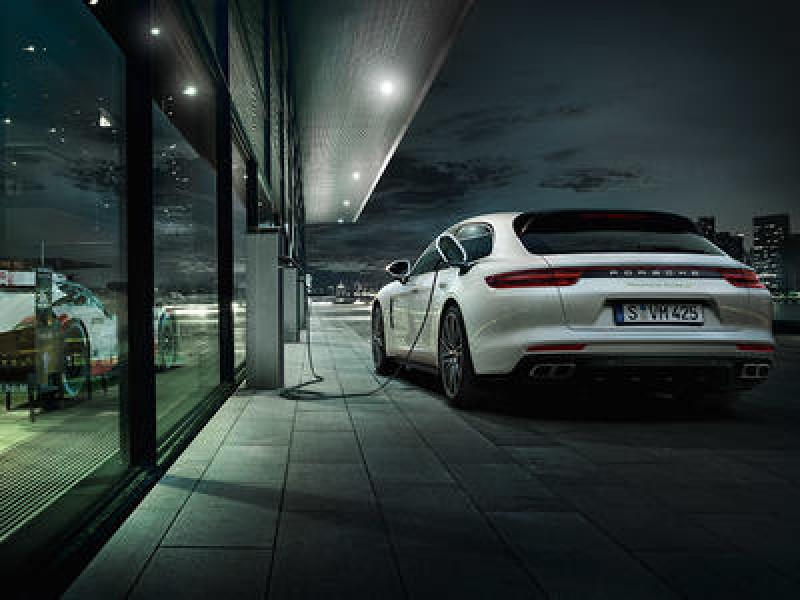 Chiusura Centri Porsche di Roma Agosto