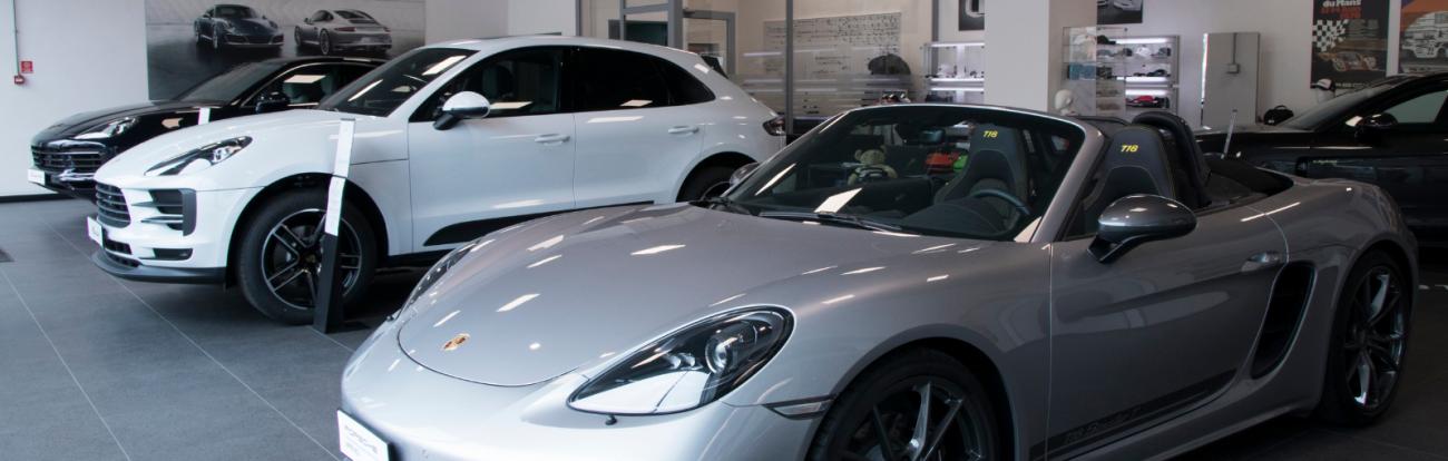 Entra nel Centro Porsche